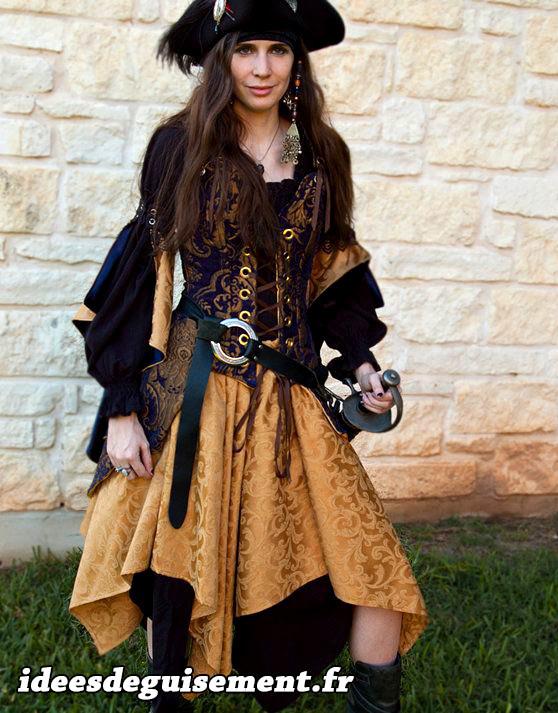 Costume de pirate femme de la Renaissance