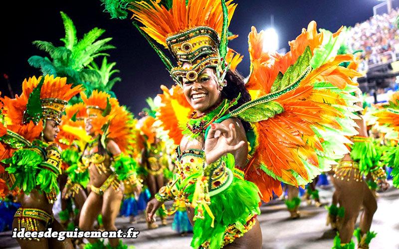Costumes de danseuses Samba nues lors du Carnaval de Rio