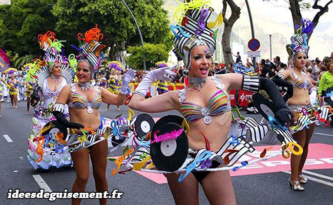 Costumes de partitions de musique au Carnaval de Rio