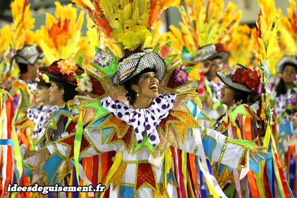 Costume original d'Arlequin coloré au Carnaval de Rio