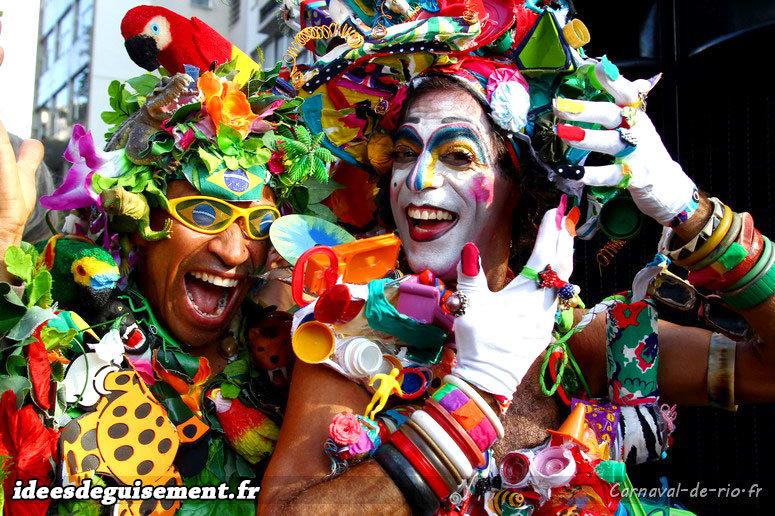 Costumes originaux d'accessoires colorés pour le Carnaval de Rio