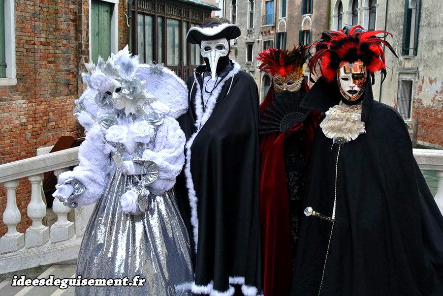 Costumes en groupe pour le Carnaval de Venise