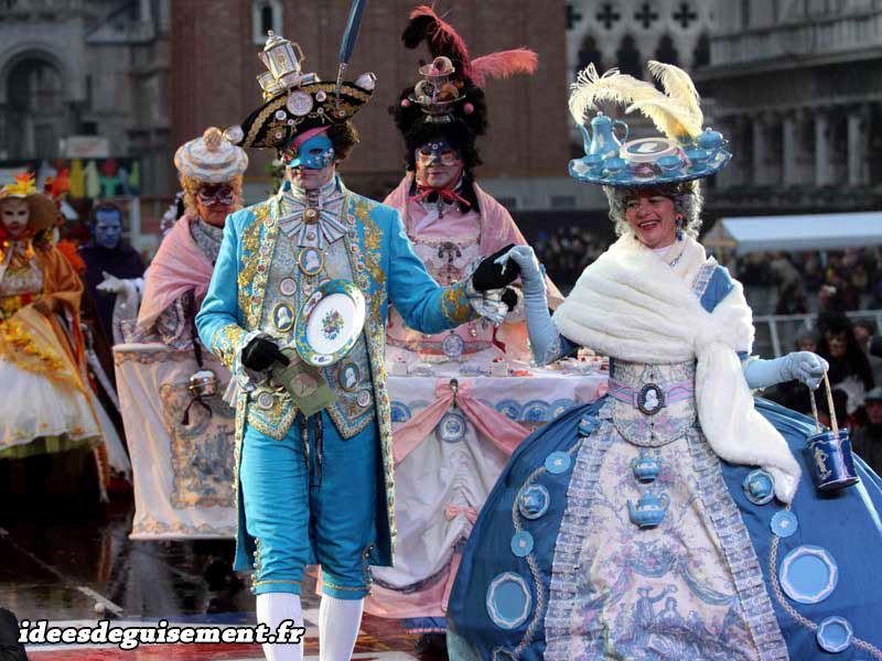 Costumes bleus du Carnaval de Venise