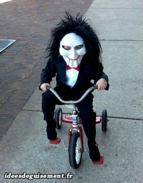 Déguisement de Jigsaw sur un vélo d'enfant