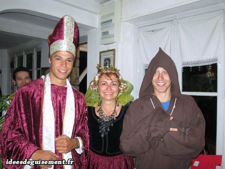 Costume de Reine et de religieux