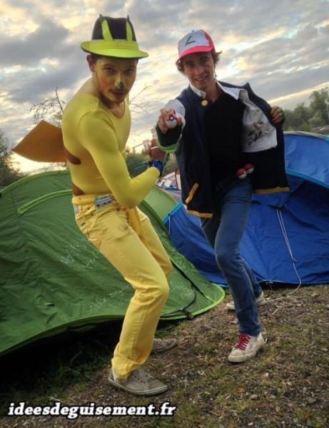 Costume en duo de Pikachu et Sacha en festival d'été