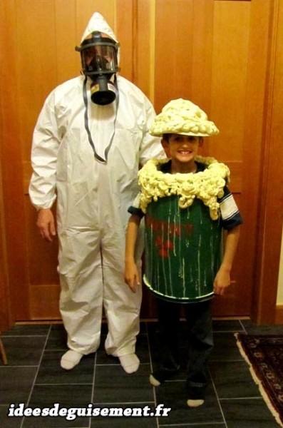 Déguisement en duo de chimiste et tonneau de produit toxique