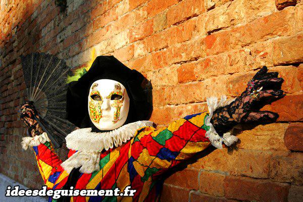 Costume d'Arlequin au Carnaval de Venise