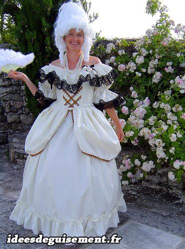 Costume de marquise du 19ème siècle