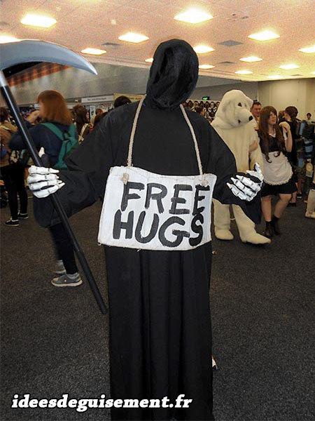 Free Hugs avec un déguisement de la mort