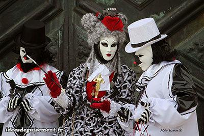 Costumes de Pierrot pour le carnaval de Venise
